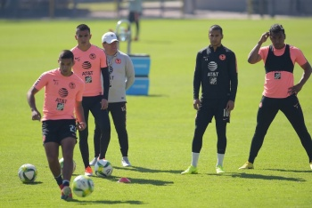 Pese a inminente salida, Cecilio Domínguez sigue entrenando con América