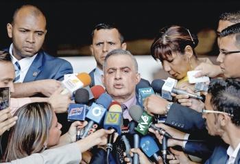 Guaidó se queda sin dinero y pasaporte