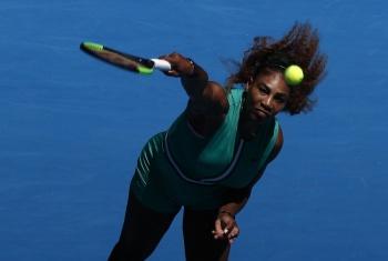 Serena Williams avanza en el Abierto de Australia