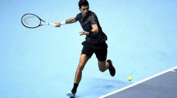 Djokovic avanza en masters de maestros