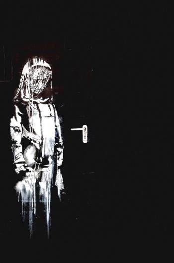 Roban pieza de Banksy a víctimas del Bataclan