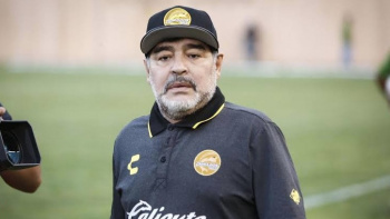 Internan de emergencia a Diego Armando Maradona