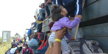 Viajan en caravana migrante más de 100 niños sin familiares