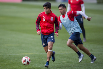 Chivas llega a Emiratos Árabes para Mundial de Club